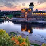 Narva-Castle-and-river_bySergeyChetvertnoy-2_preview